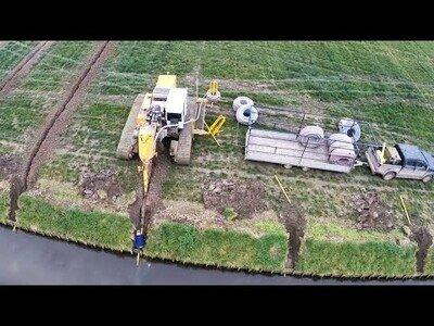 Así se instalan los sistemas de drenaje en los campos