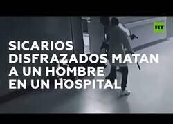 Enlace a Dos sicarios se cuelan en un hospital disfrazados de médico y policía para matar a un paciente