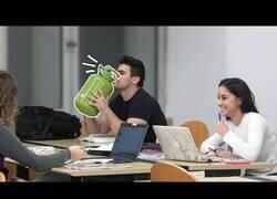 Enlace a Hablando con helio en una biblioteca