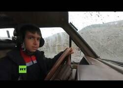 Enlace a Las habilidades de este niño de 9 años al volante de un todoterreno