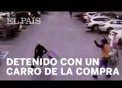 Enlace a Un civil detiene a un ladrón con un carrito de la compra
