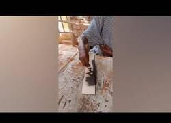 Enlace a Increíble obra de arte con pegamento y arena