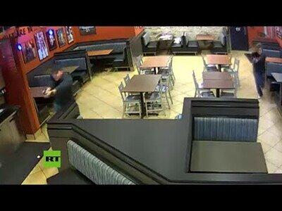 Un matrimonio de policías fuera de servicio frustra un robo mientras cenaban en un restaurante