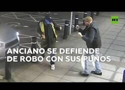 Enlace a Un anciano se defiende a puños de su atracador