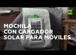 Enlace a Inventan mochilas con paneles solares para cargar el móvil