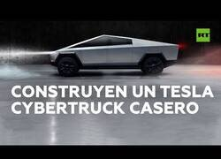 Enlace a Youtubers rusos crean un 'Tesla Cybertruck casero'
