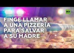 Enlace a Llama a la Policía y finge pedir una pizza para no ser descubierta