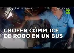 Enlace a Roban en un bus y el conductor pide parte del botín al asaltante