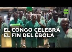 Enlace a Así celebran los médicos congoleños la curación del último enfermo de ébola