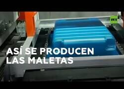 Enlace a El hipnótico proceso de fabricación de las maletas