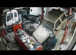 Enlace a Un coche se viene abajo en un taller