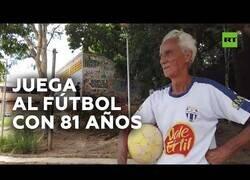 Enlace a Hombre de 81 años sigue jugando al fútbol en el equipo de su vida