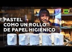 Enlace a Una pastelería alemana comienza a vender pasteles con forma de papel higiénico