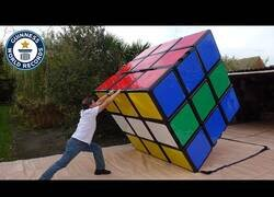 Enlace a Creando el cubo de Rubik más grande del mundo