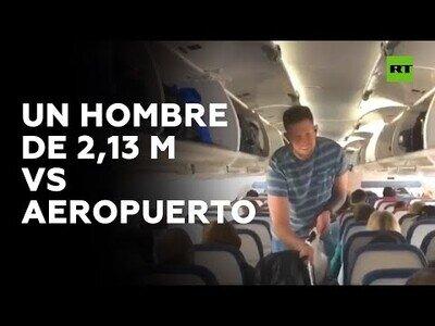 Los problemas de tomar un vuelo midiendo más de 2 metros