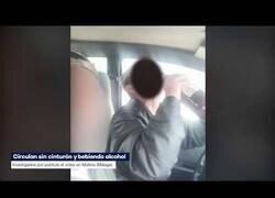 Enlace a Detenidos por conducir bebiendo e insultando a la policía acaban disculpándose ante los agentes