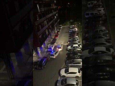 Un conductor colisiona contra varios coches de policía en Guipúzcoa