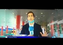 Enlace a Detectan fiebre en directo a un reportero de Informativos Telecinco