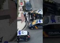 Enlace a Detienen en Málaga a un hombre con un cuchillo durante los aplausos a los sanitarios