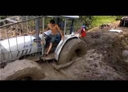 Enlace a Cómo desatascar un tractor atrapado en el lodo