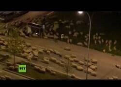 Enlace a Un rebaño gigante de ovejas invade una ciudad turca