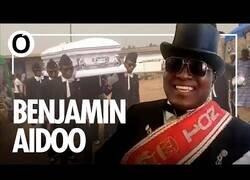 Enlace a Entrevista a Benjamin Aidoo, uno de los bailarines del meme del ataúd