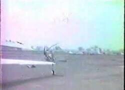 Enlace a Esto es lo que pasa cuando un hombre sin experiencia pilota un helicóptero