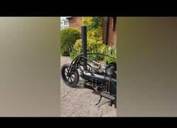 Enlace a Una moto con sistema a vapor