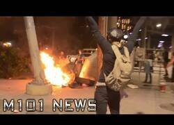 Enlace a Manifestantes en EEUU queman las pertenencias de un sintecho