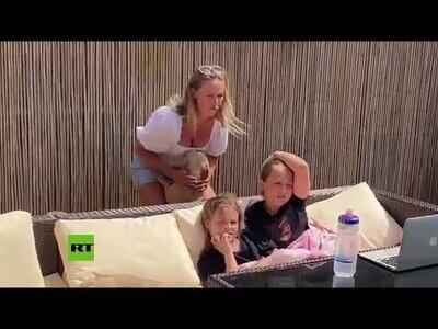 Una enfermera se reencuentra con sus hijas tras la cuarentena