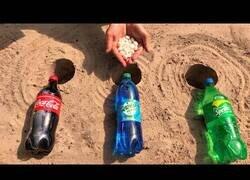 Enlace a Experimentando con Coca Cola, Sprite, Mirinda y Mentos bajo tierra