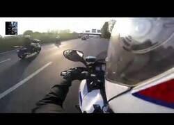 Enlace a Persecución policial en moto grabada en primera persona