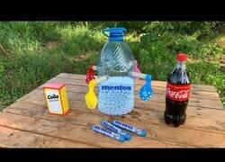 Enlace a Experimento: Llenando globos con Coca Cola y Mentos