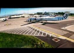 Enlace a Un fallo del personal de pista hace que dos aviones choquen lentamente en un aeropuerto