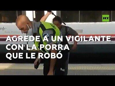 Una mujer agrede a un vigilante con su propia porra en el tren de Barcelona