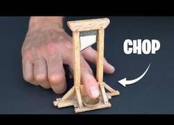 Enlace a Construyendo una guillotina para dedos