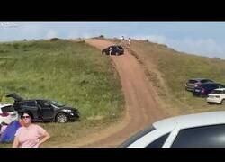 Enlace a Perdió el control de su coche y casi acaba en tragedia