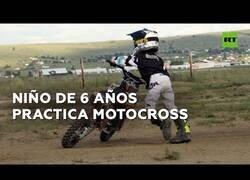 Enlace a El niño de 6 años que es un experto en motocross