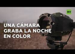 Enlace a Así graba una cámara que capta imágenes en color por la noche