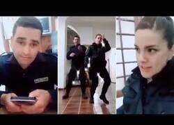 Enlace a Tres policías fueron sancionados por grabar videos de Tik Tok en una comisaría de Córdoba