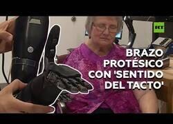 Enlace a Incorporan sentido del tacto en brazos protésicos