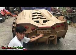 Enlace a Construyendo un Lamborghini hecho de cartón