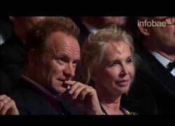Enlace a La incomodidad de Sting al escuchar como José Feliciano interpreta uno de sus clásicos