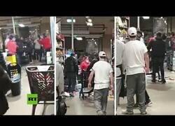 Enlace a Fuerte pelea en un supermercado por no usar la mascarilla