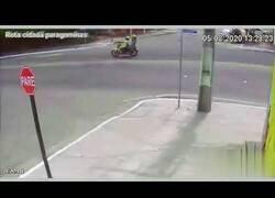 Enlace a Mujer cae al subsuelo tras sufrir un accidente