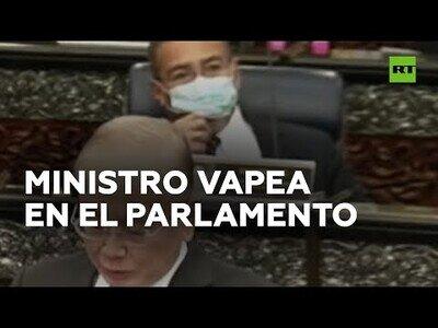 Ministro se pone a vapear en pleno parlamento en Malasia
