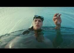 Enlace a Construyendo una burbuja para respirar debajo del agua