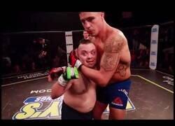 Enlace a La leyenda de la UFC, Diego Sánchez, ayuda a un chico con sindrome de down a cumplir su sueño
