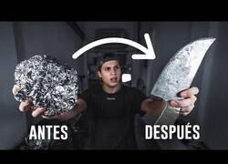 Enlace a Fabricando un cuchillo hecho con papel de aluminio