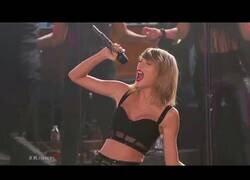 Enlace a Editan a Taylor Swift cantando su Shake it Off en versión metal y el resultado es épico
